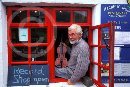 Photo of an musician in Doolin, Ireland