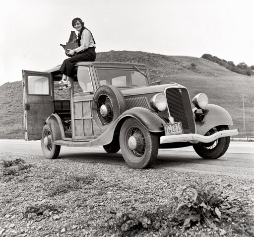 Photo of Dorothea Lange in 1938 with 4x5 camera