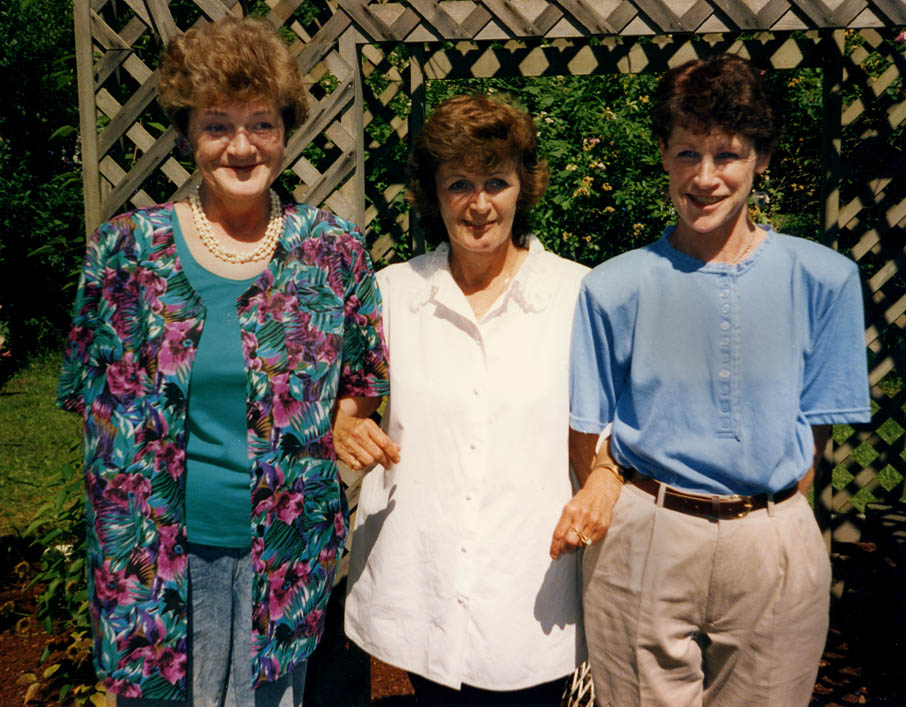 Photo of three sisters