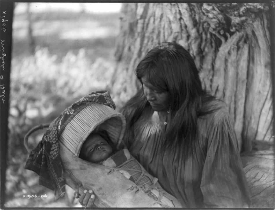 Edward Curtis photo os Mizheh and babe