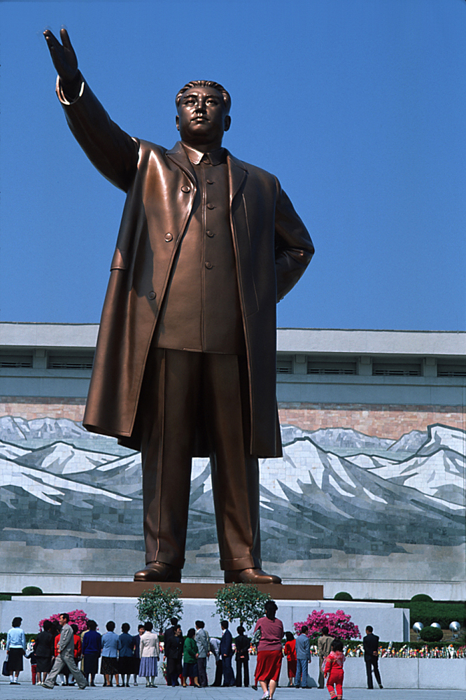 Photo of Kim Il Sung statue in North Korea